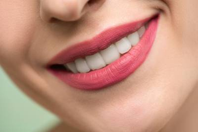 Pros and Cons of Laser Teeth Whitening